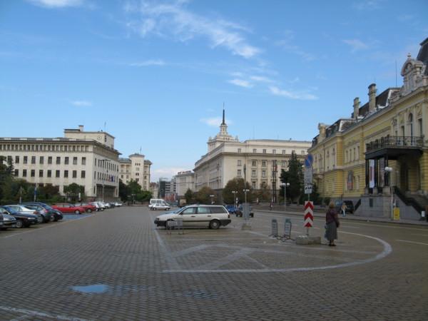 国立美術館前の広場:Sofia, BULGARIA 2006/09/23
