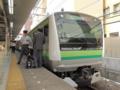 横浜線E233系(東神奈川駅)