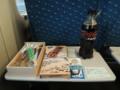 倒壊道新幹線車内での朝食。