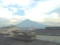 倒壊道新幹線車内から見える富士山