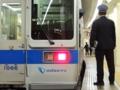 新宿駅を発車する1066F