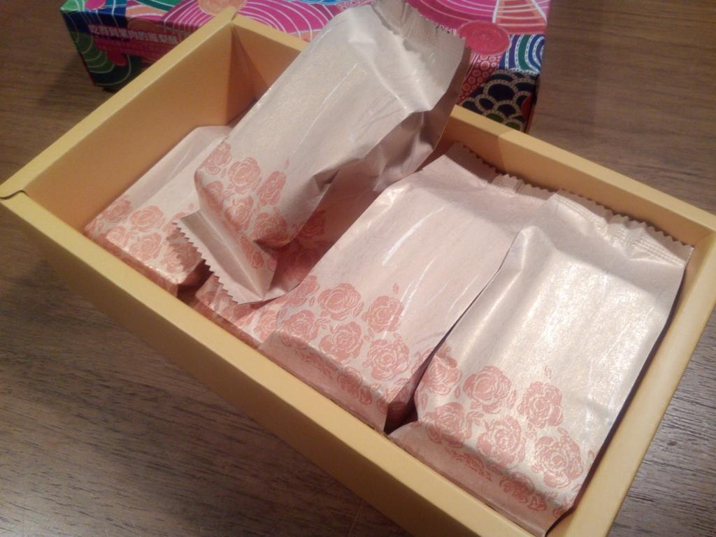 パイナップルケーキ_廣方圓茗茶_箱の中
