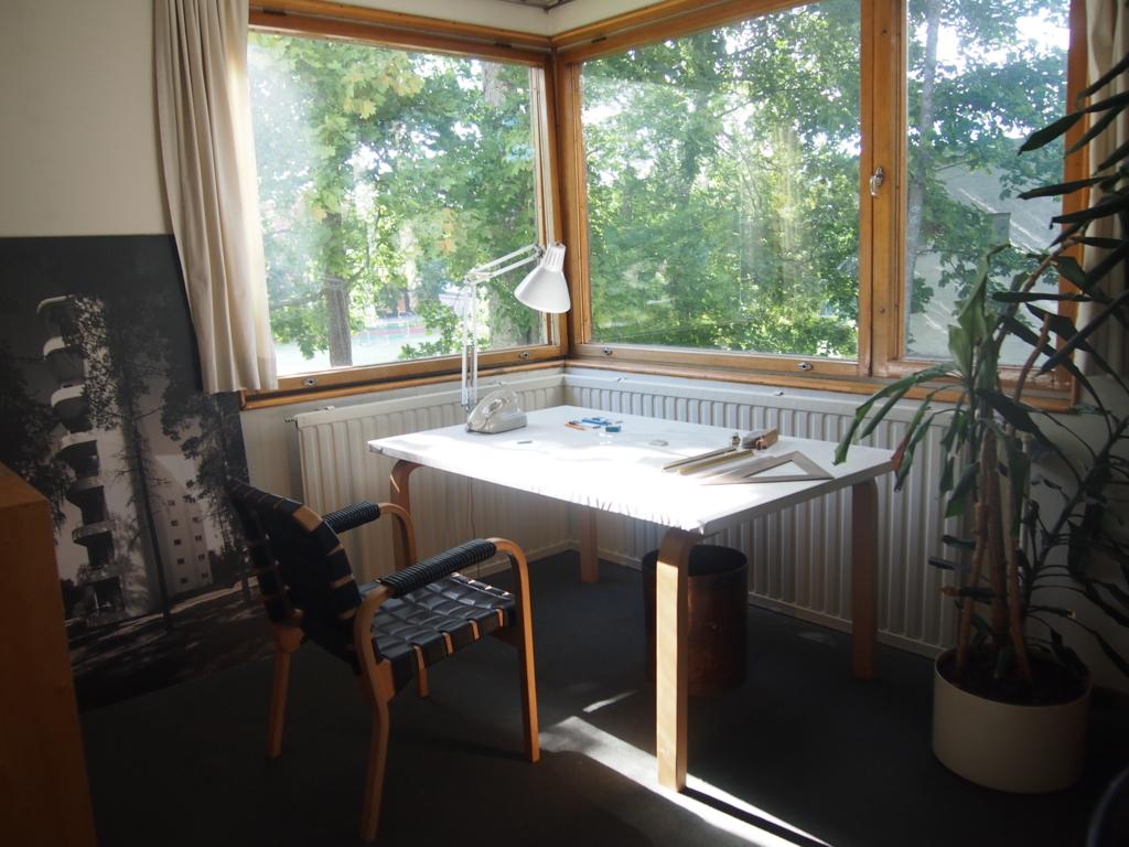 フィンランド-ヘルシンキ-アアルトの家-アアルトの机