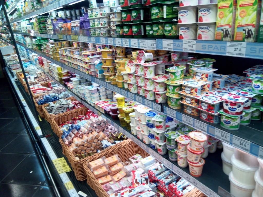 サンクトペテルブルグ-スーパーマーケット-ヨーグルト
