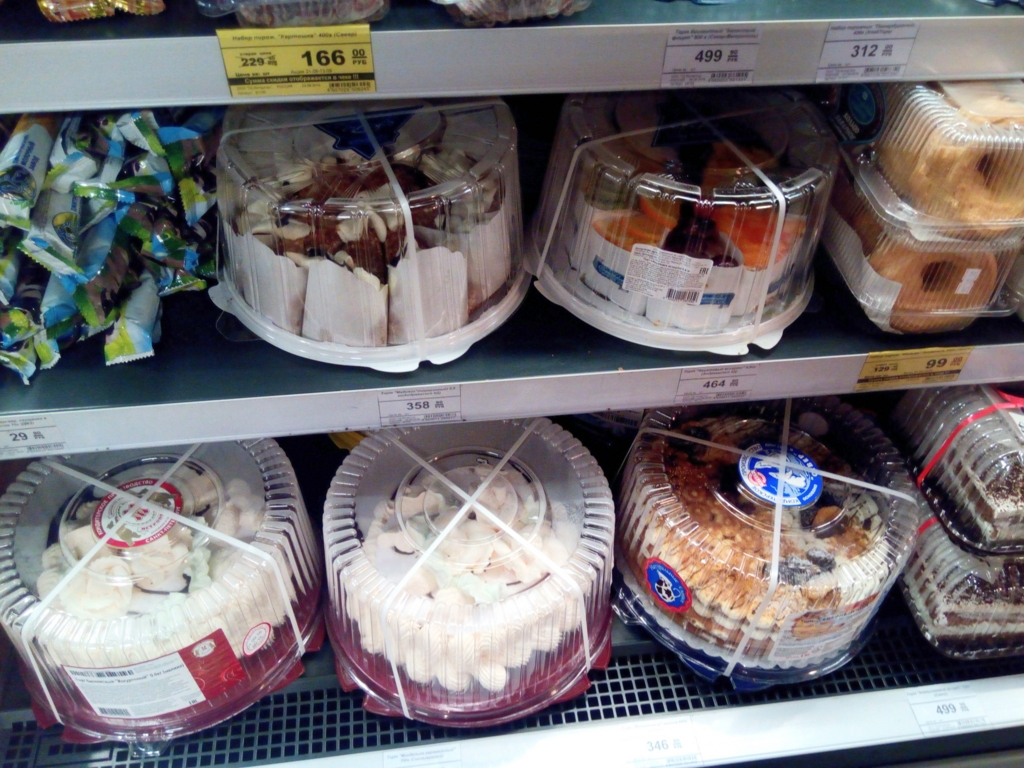 サンクトペテルブルグ-スーパーマーケット-ホールケーキ