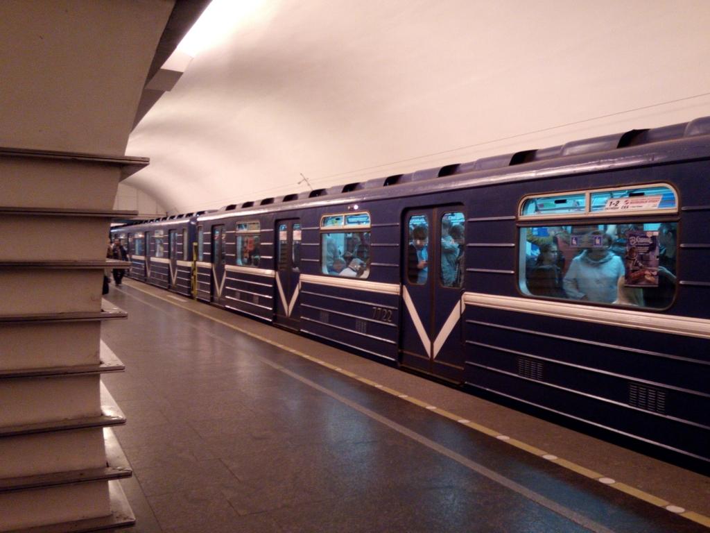 サンクトペテルブルグ-地下鉄電車