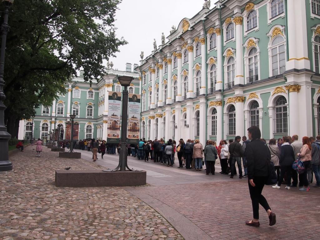 サンクトペテルブルグ-エルミタージュ美術館-行列