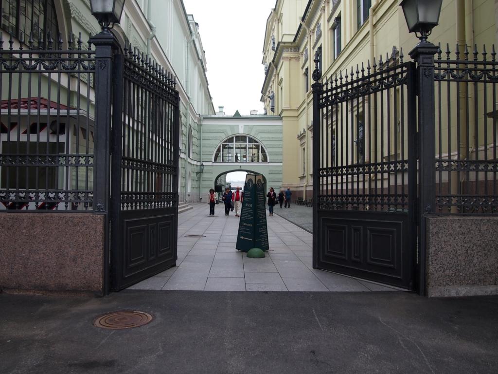 サンクトペテルブルグ-エルミタージュ美術館-入り口
