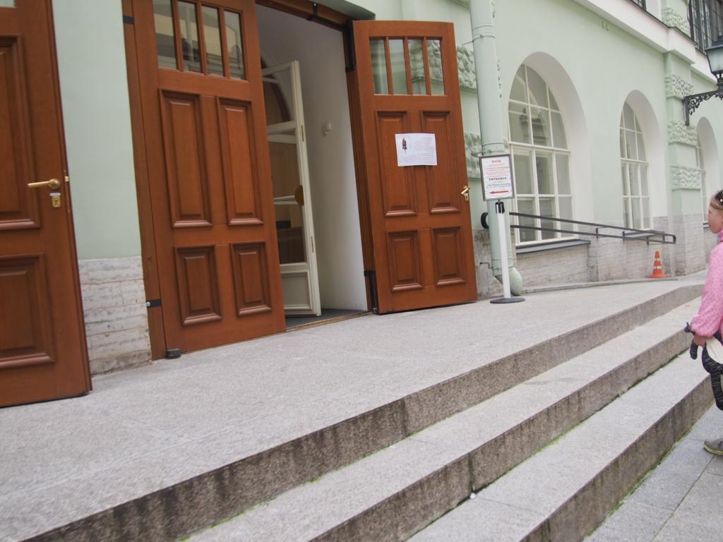 サンクトペテルブルグ-エルミタージュ美術館-入り口扉