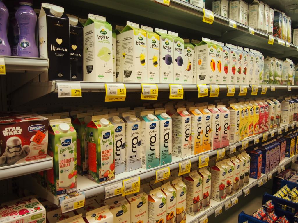 フィンランド-ヘルシンキ-スーパーマーケット_牛乳