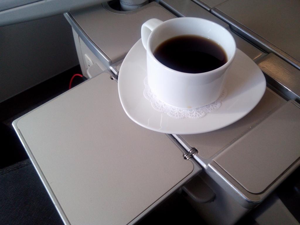 アシアナ航空-羽田-仁川-ビジネス-テーブル