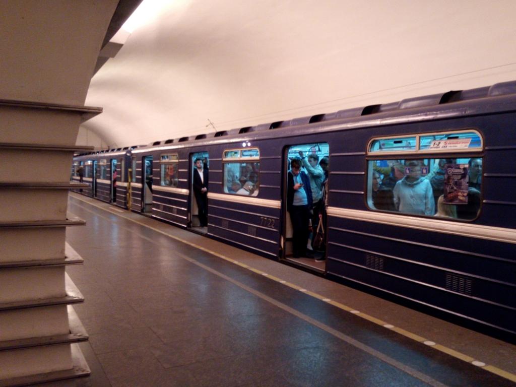 サンクトペテルブルク-地下鉄-車両