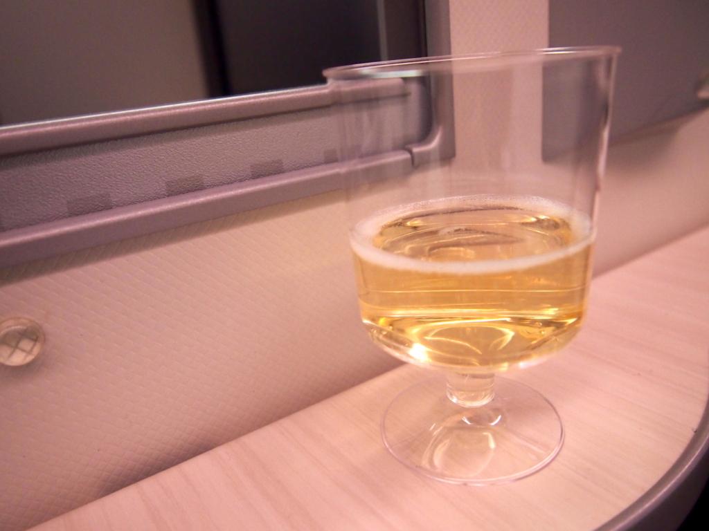 JAL-ビジネスクラス-フランクフルト-ウェルカムドリンク