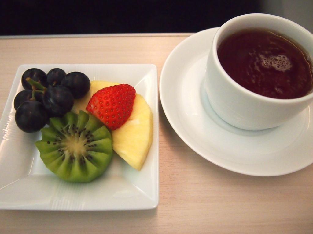 JAL-ビジネスクラス-フランクフルト-果物
