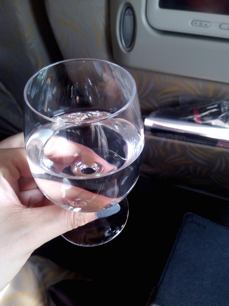 アシアナ航空-ビジネスクラス-ウエルカムドリンク