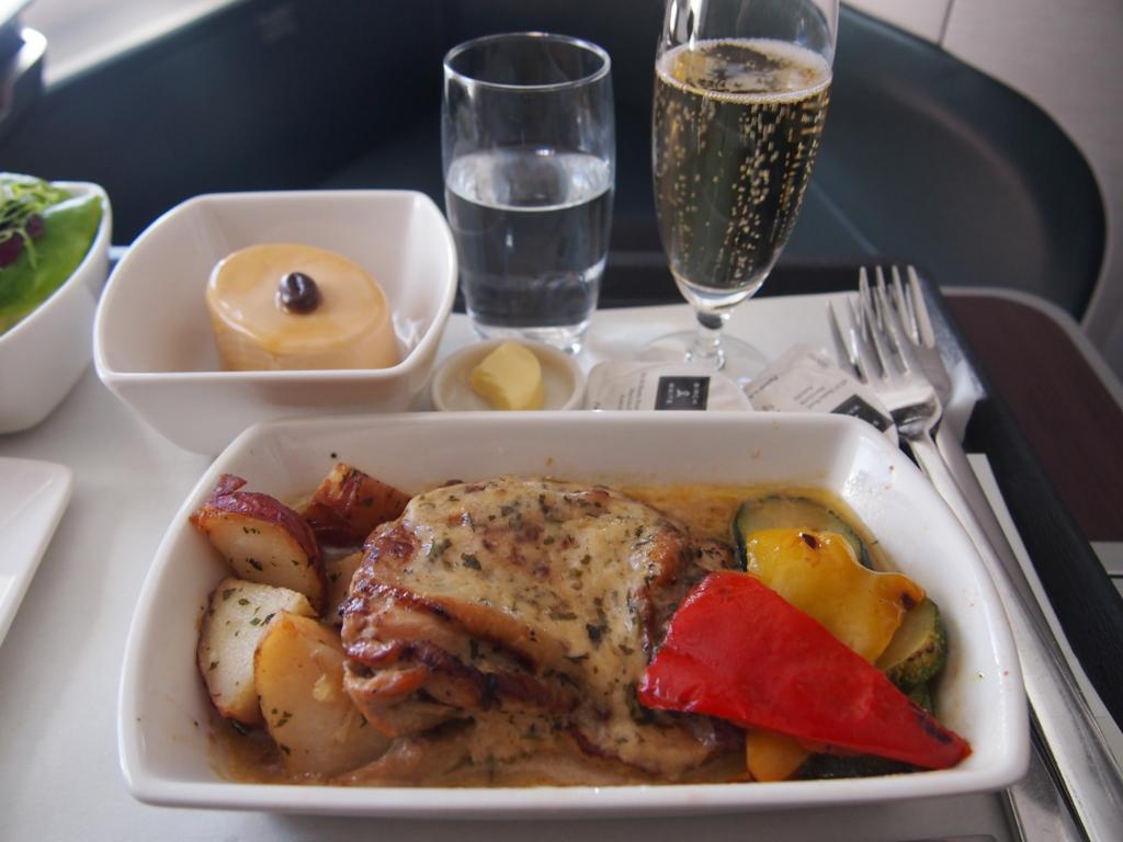 キャセイ-ビジネスクラス-機内食