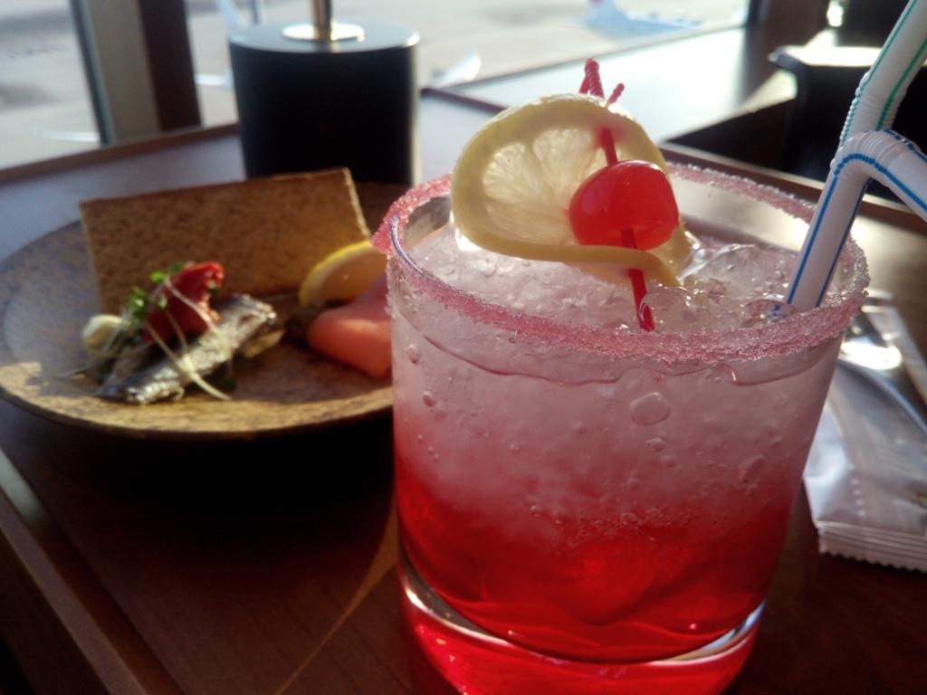 羽田-キャセイ-ラウンジ-シグネチャーカクテル-Sweet