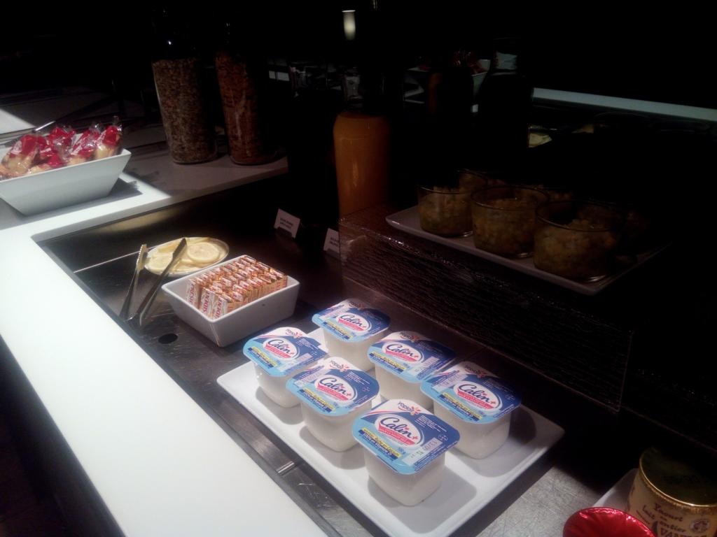 オルリー-BA-ラウンジ-軽食-ヨーグルト