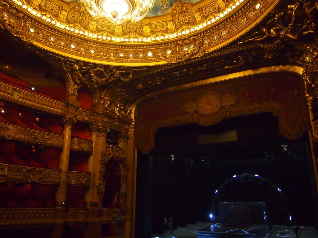 パリ-オペラ座-劇場内
