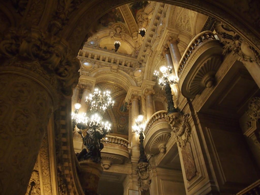 パリ-オペラ座-大階段-地下