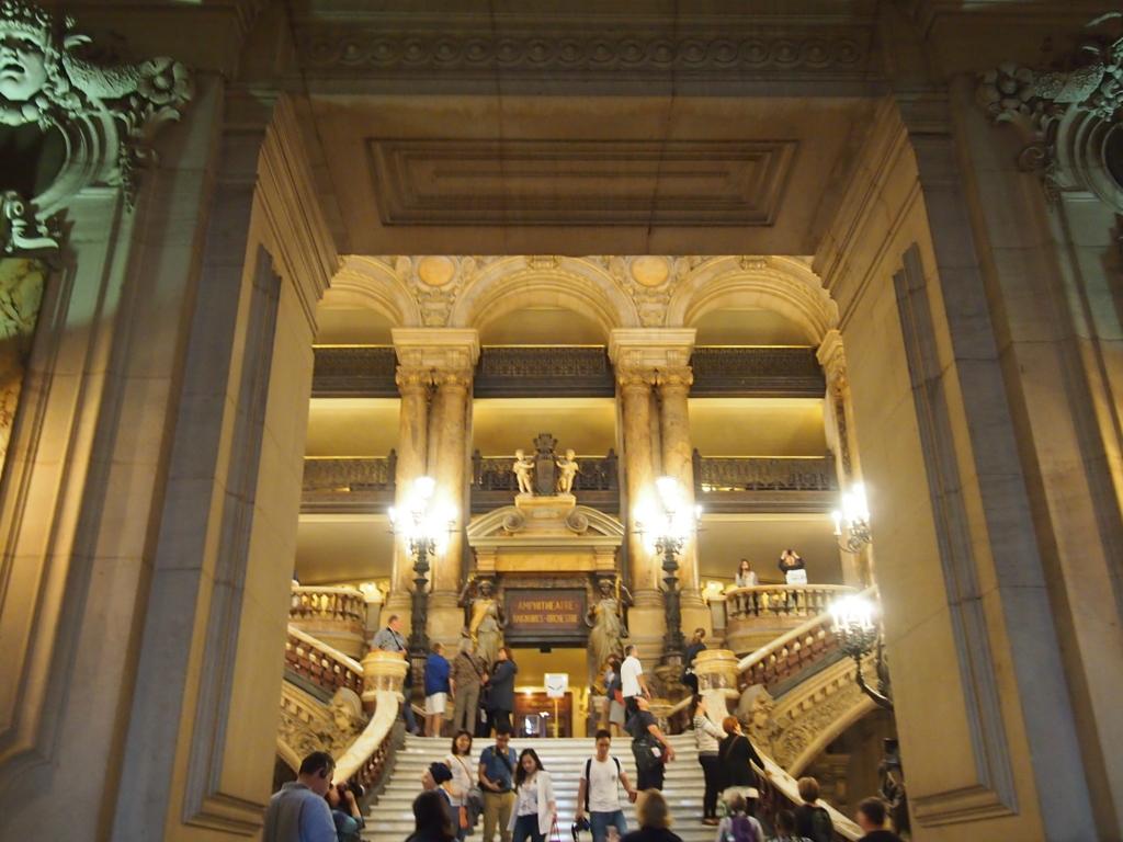 パリ-オペラ座-大階段-正面