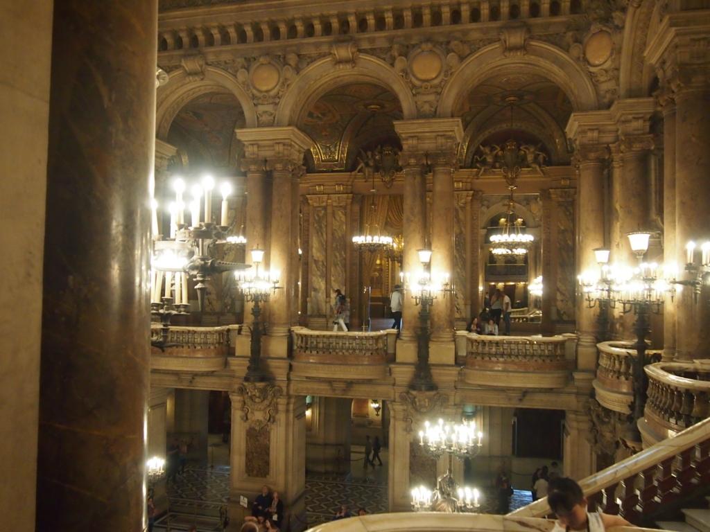 パリ-オペラ座-大階段-上階