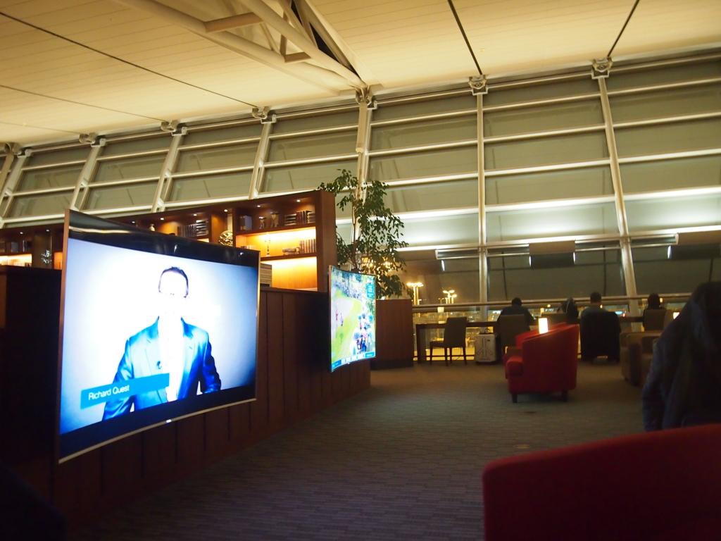 アシアナ航空-仁川-ラウンジ-曲面テレビ