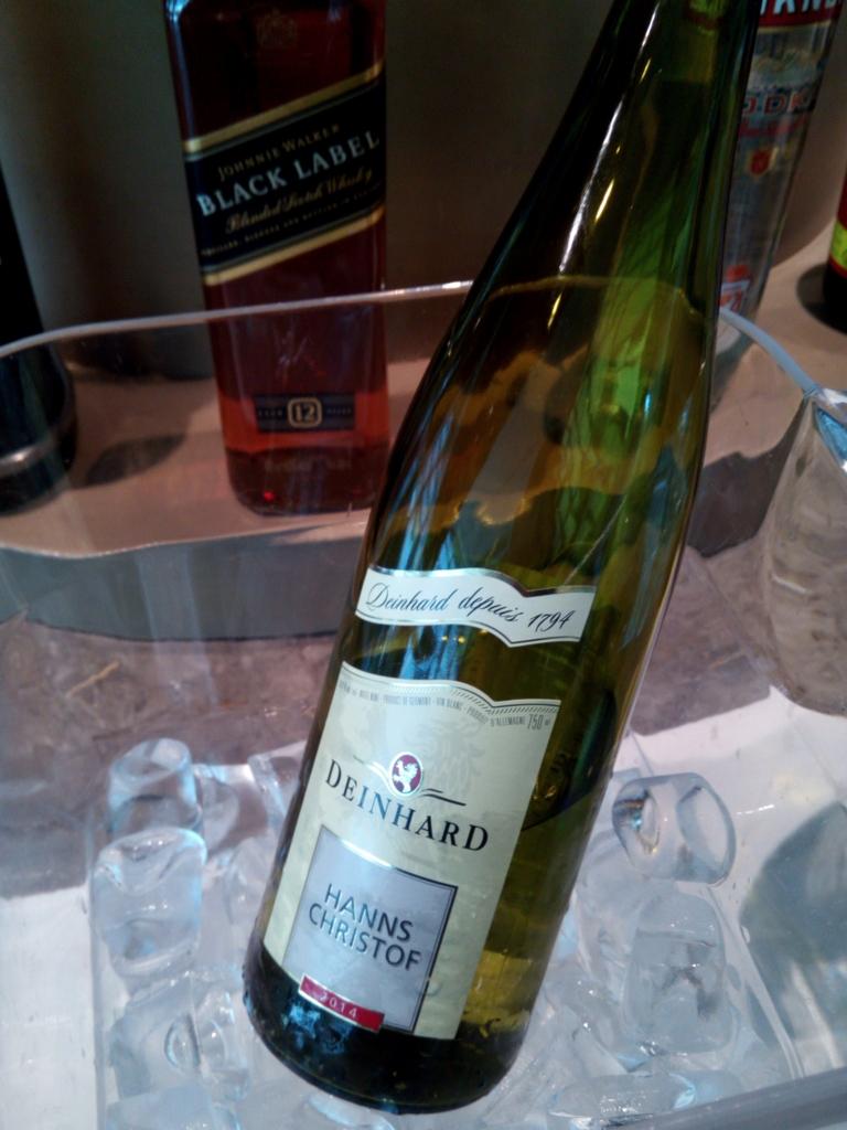 アシアナ航空-仁川-ラウンジ-フード-白ワイン