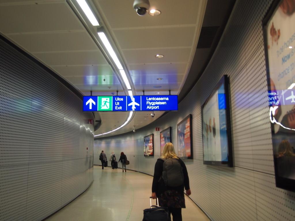 ヘルシンキ-空港線-連絡通路