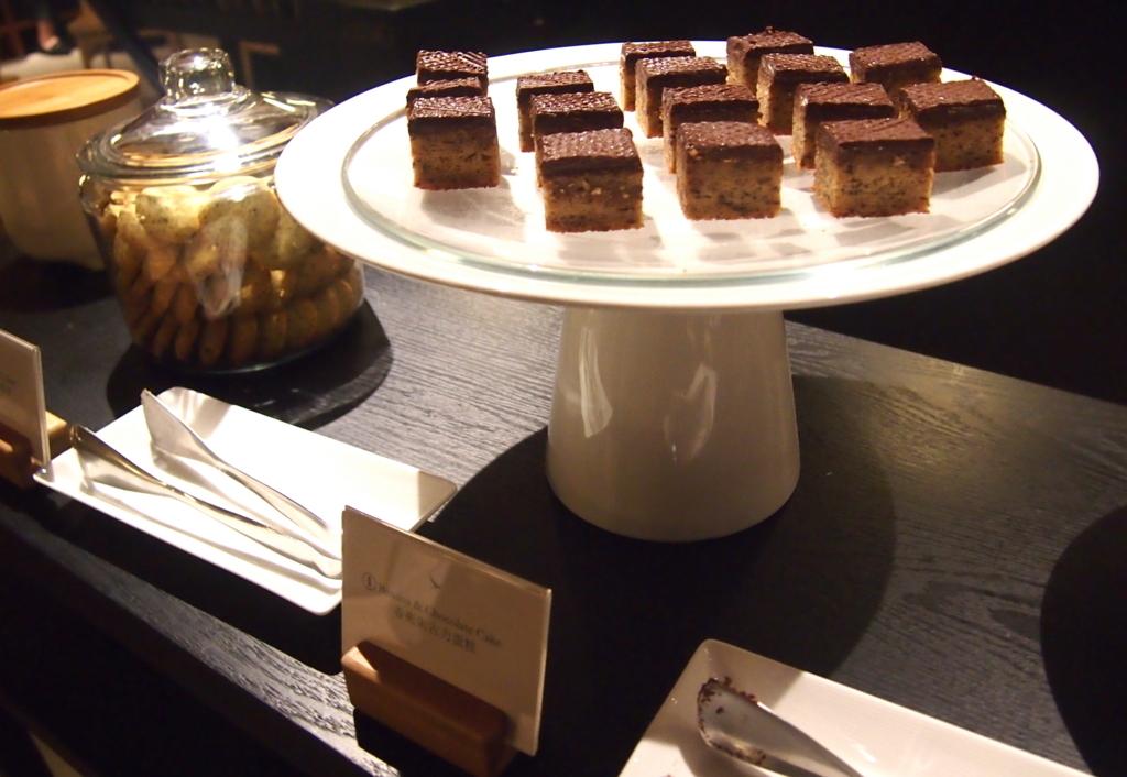 キャセイ-香港-ピアラウンジ-ティハウス-お菓子-chocolate