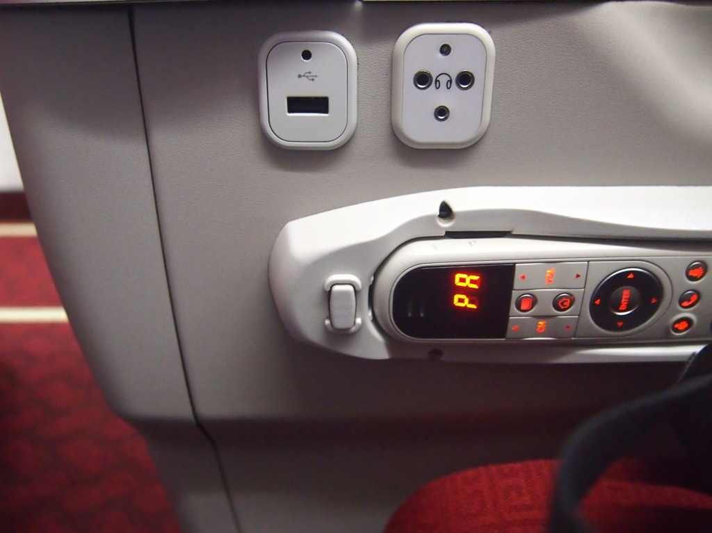 海南航空-ビジネスクラス-近距離-USB