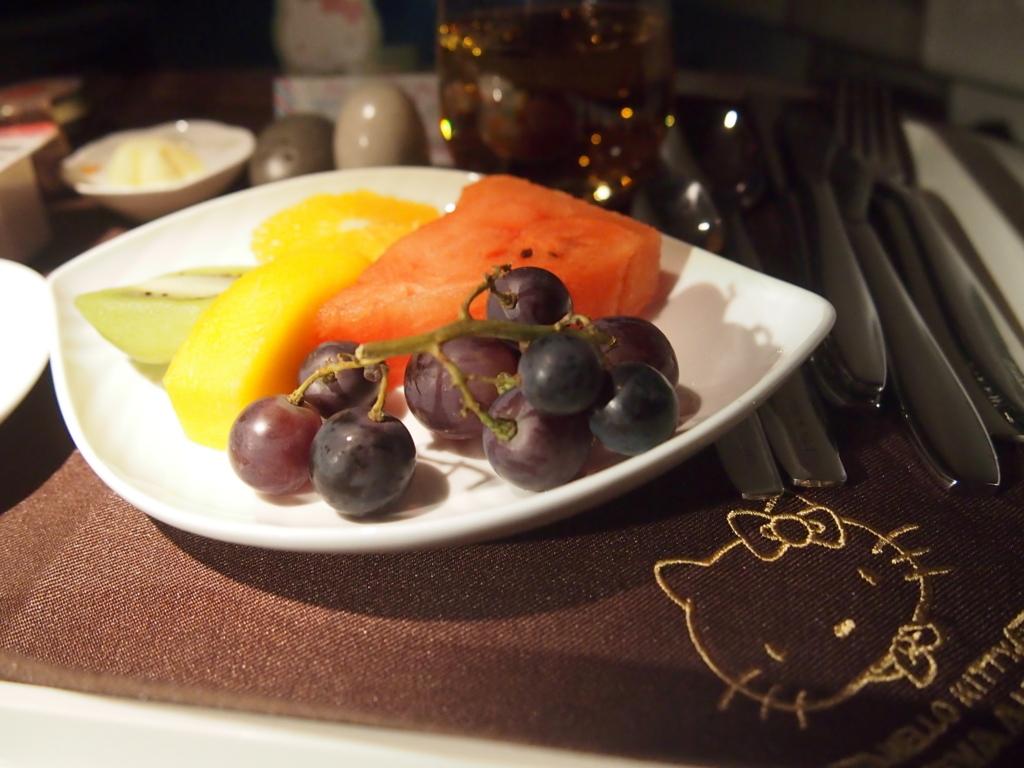 エバー航空-ビジネスクラス-機内食-フルーツ