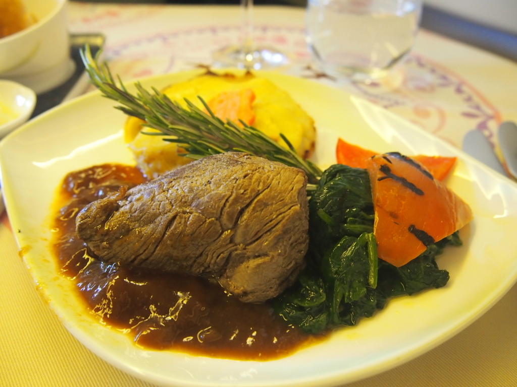 エバー航空-ビジネスクラス-機内食-ビーフ