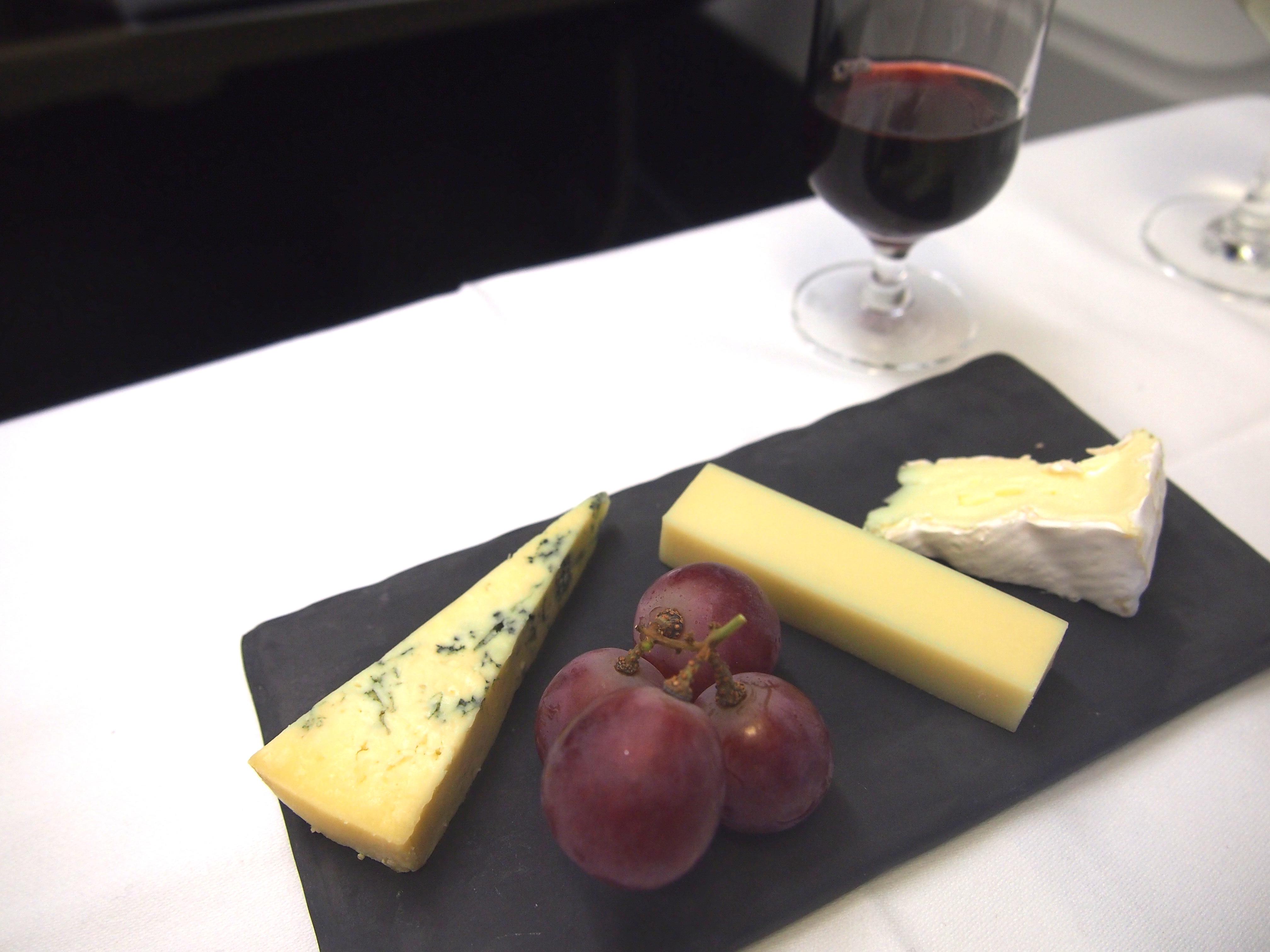 スイス航空-ビジネスクラス-機内食-チーズ
