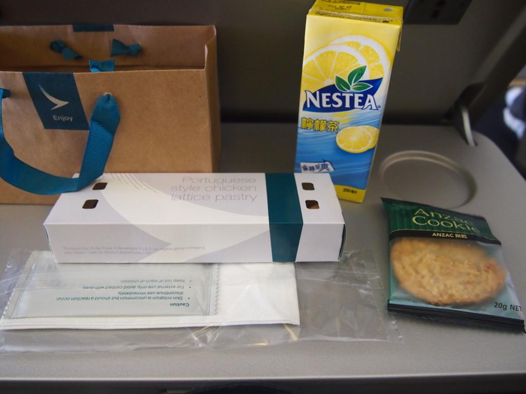 キャセイパシフィック航空-エコノミーー機内食バッグ