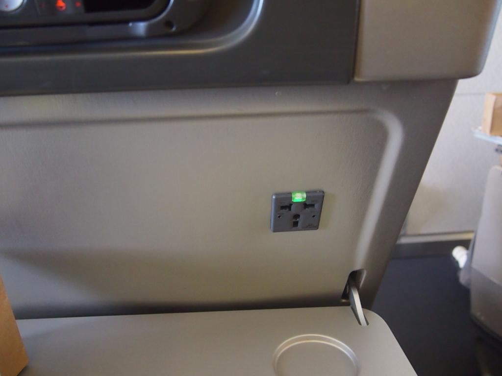 キャセイパシフィック航空-エコノミーシート-電源