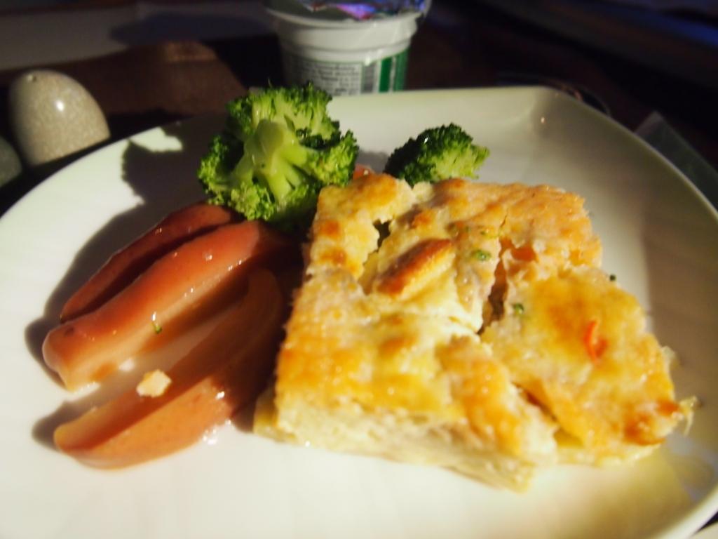 エバー航空-ビジネスクラス-機内食-朝食-チーズオムレツ