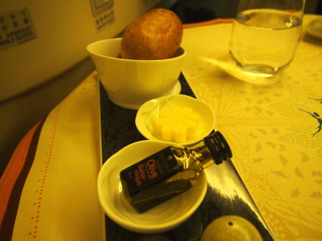 エバー航空-ビジネスクラス-機内食-パン