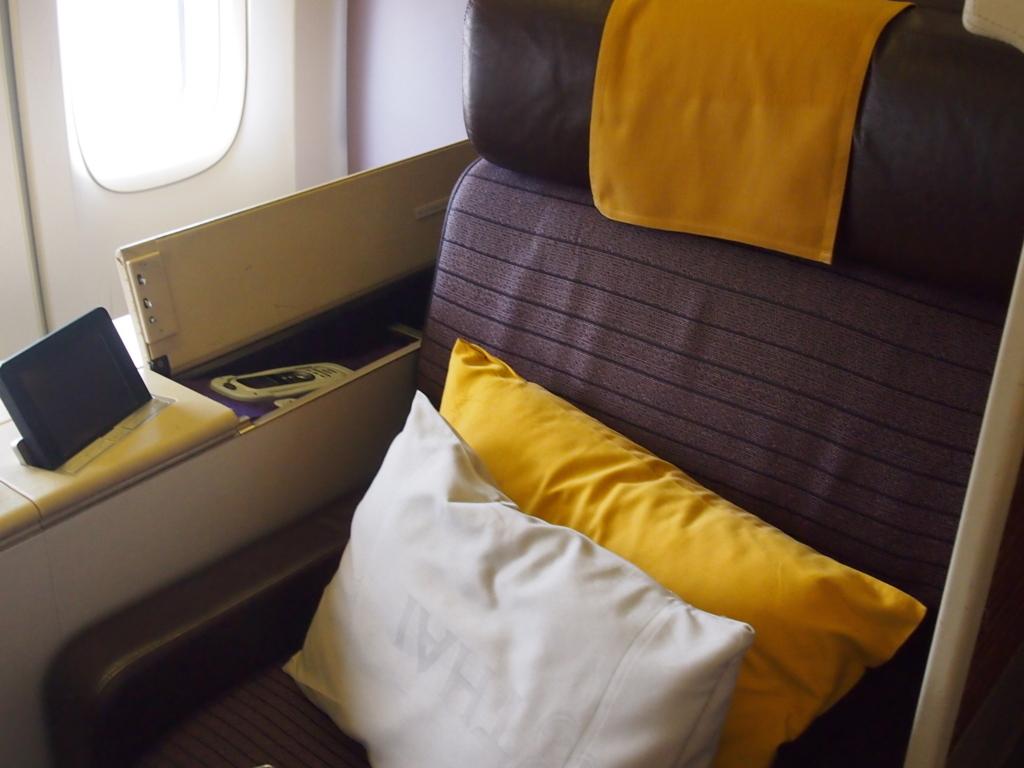 タイ国際航空-バンコク-羽田-ファースト-シート