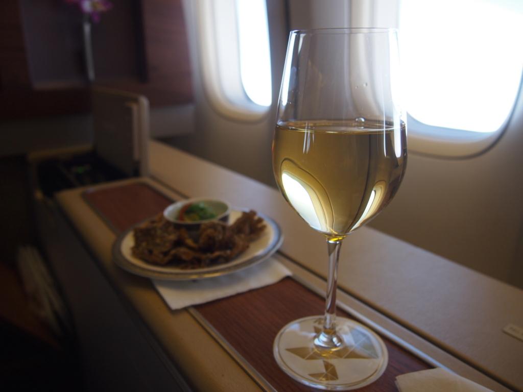 タイ国際航空-バンコク-羽田-ファースト-白ワイン