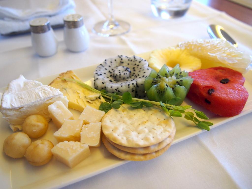 タイ国際航空-バンコク-羽田-ファースト-チーズ