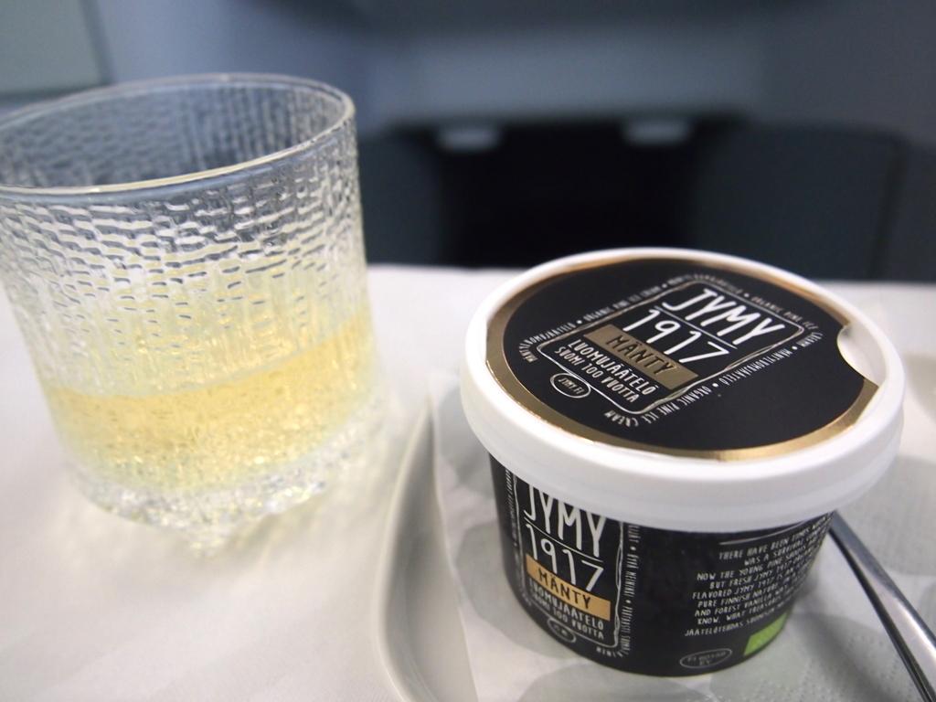 フィンエアー-ビジネスクラス-機内食-アイスクリーム