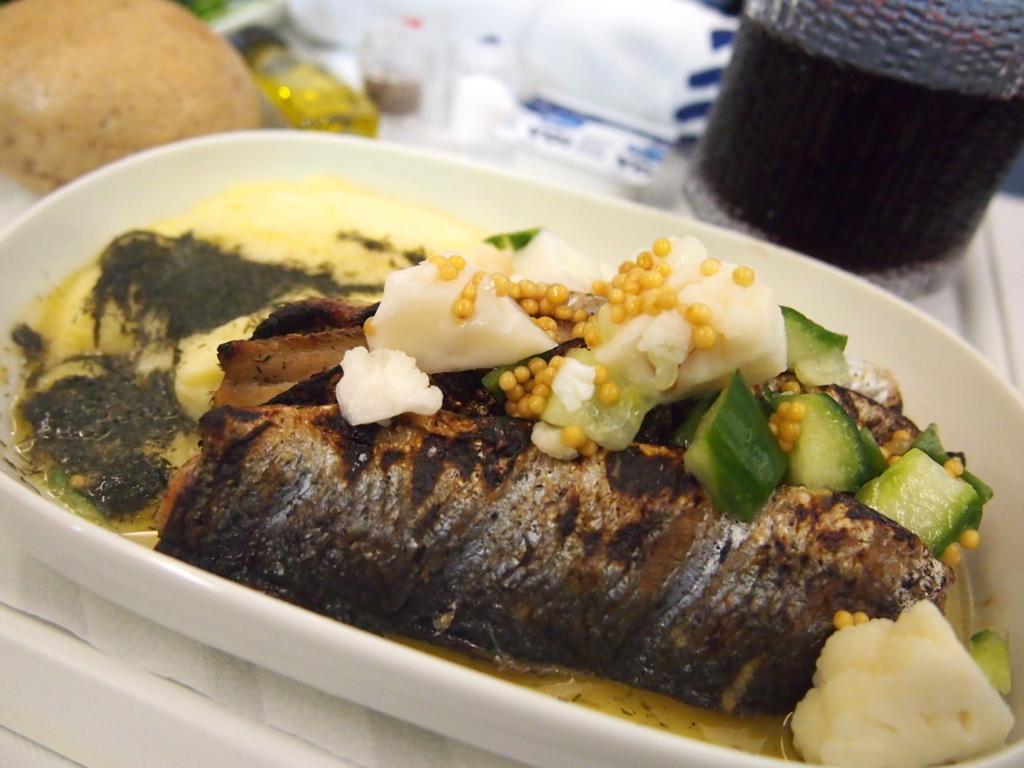 フィンエアー-ビジネスクラス-機内食-魚