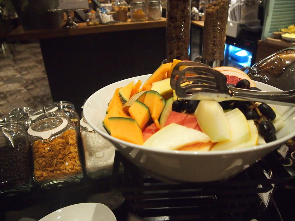 ヘルシンキホテル-リラロバーツ-朝食-果物