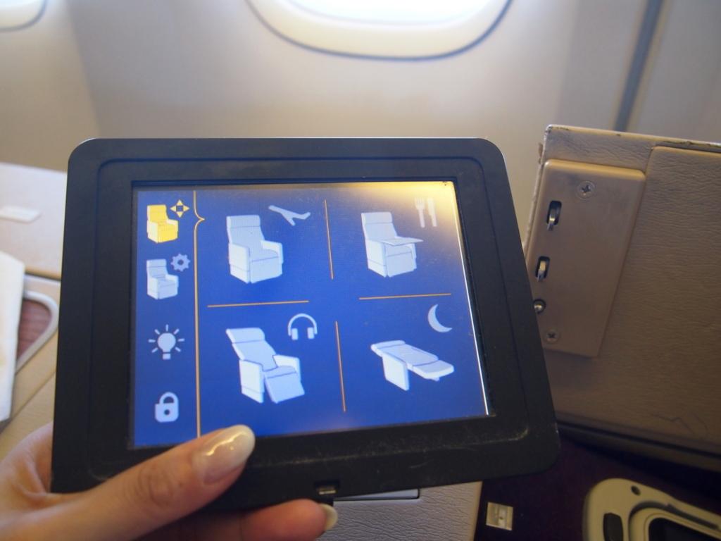 タイ国際航空-ファーストクラス-座席コントローラ