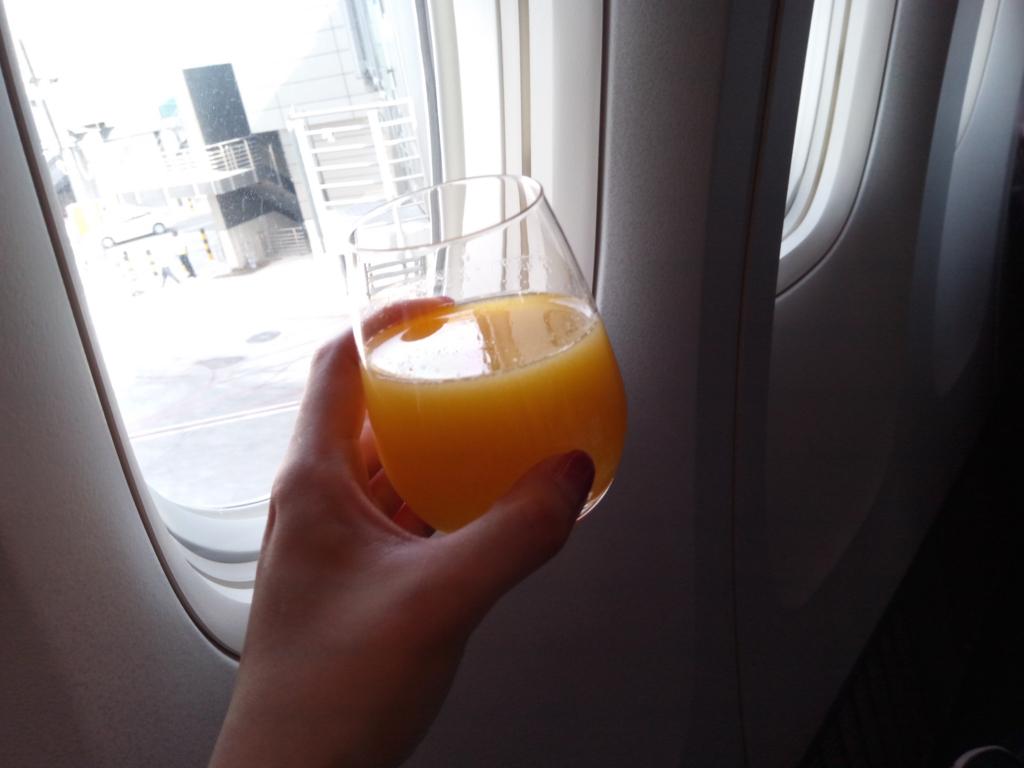 カタール航空-ビジネスクラス-ウェルカムドリンク