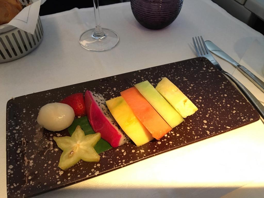 カタール航空-ビジネスクラス-機内食-フルーツ