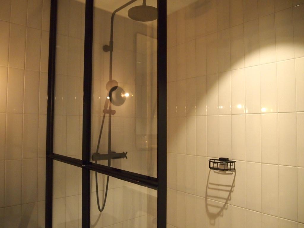 アムステルダム_ホテル V フィゾーストラート_ウシャワー