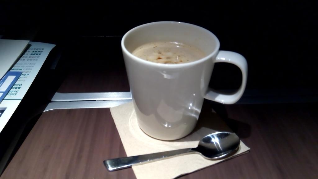 キャセイパシフィック-ビジネスクラス-シート-機内食