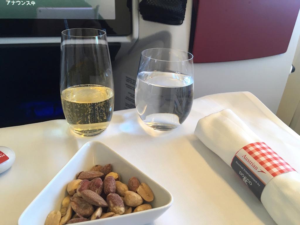 オーストリア航空-ビジネスクラス-シャンパン